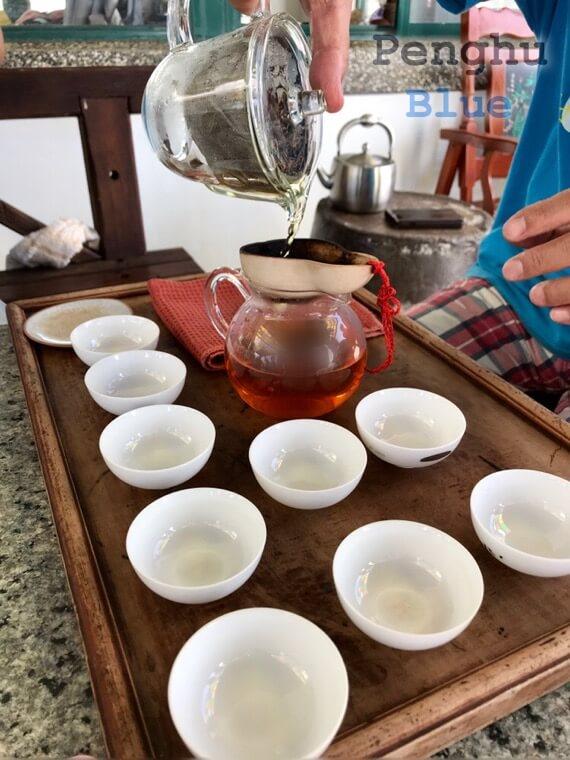 風茹茶を煎れるところ